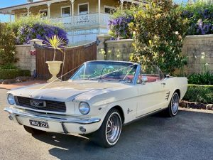 Read more about the article Four Reasons to Hire a Classic Car for Your Wedding